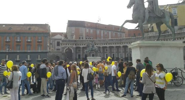 ​Flash mob anti-camorra in Piazza Plebiscito